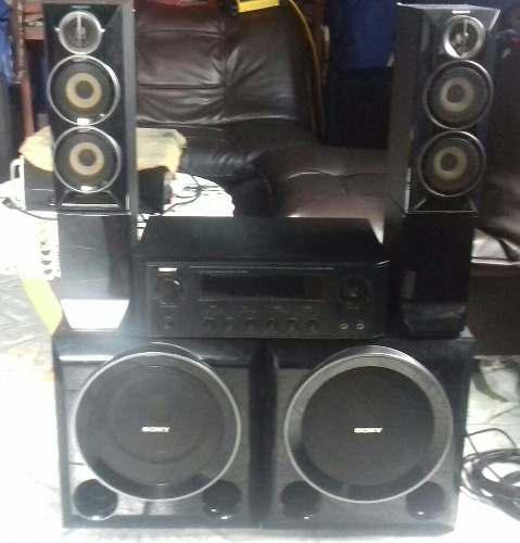 Vendo equipo de sonido sony.