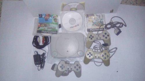 Playstation 1 para repuesto + 3 controles + 4 juegos