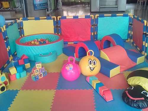 Baby gym con piscina de pelotas y colchon inflable