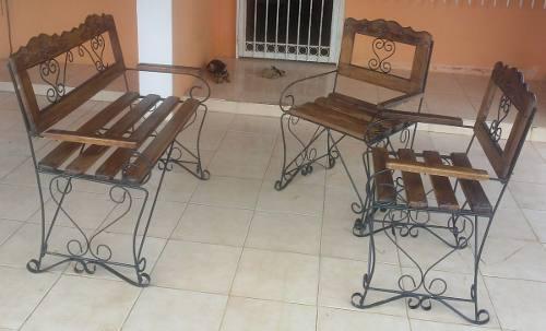 Juego de muebles de hierro forjado y madera para jardin