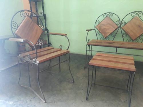 Juego de muebles en hierro forjado y madera para jardin