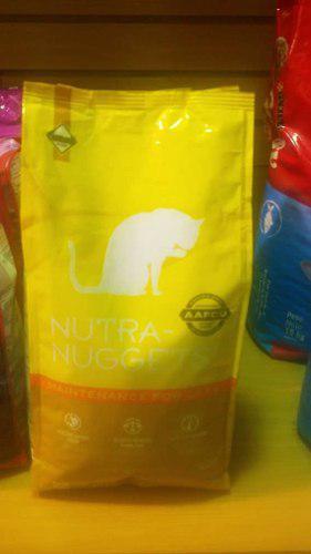 Nutra-nuggets mantenimiento para gatos sabor a pollo.