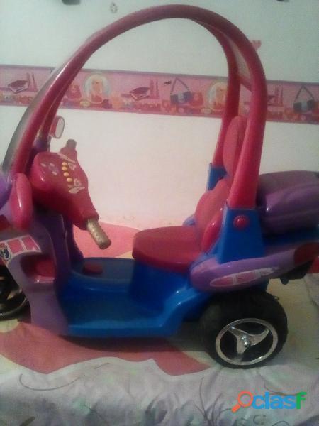 Se vende hermosa moto para niña usada en buen estado precio de regalo . Solo le falta la batería .