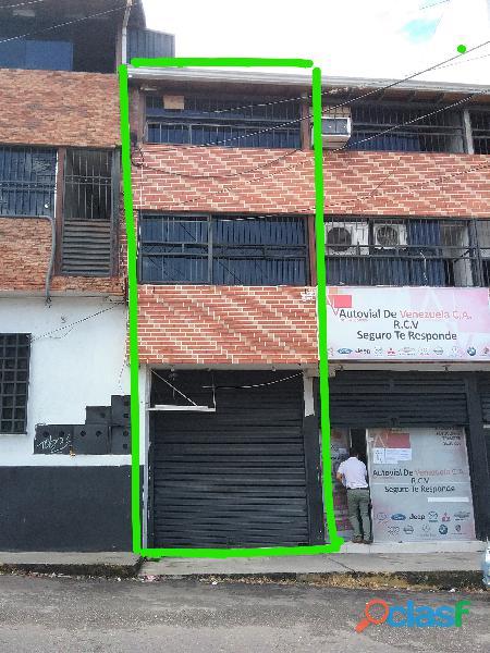 Local comercial de tres niveles en alquiler (san cristobal)