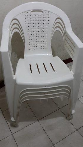 SILLAS Y MESA PLASTICAS BLANCAS, usado segunda mano  Chacao (Miranda)