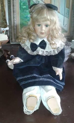 Muñeca de porcelana antigua de coleccion en buen estado