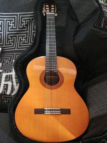 Guitarra acústica yamaha c40 con forro fender pajuelas