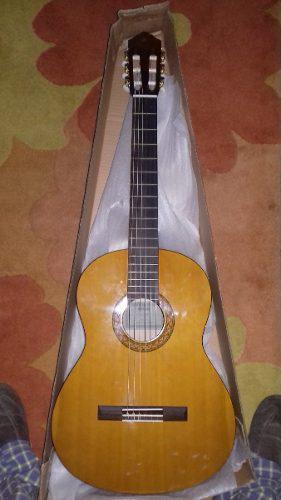 Guitarra clasica yamaha nueva