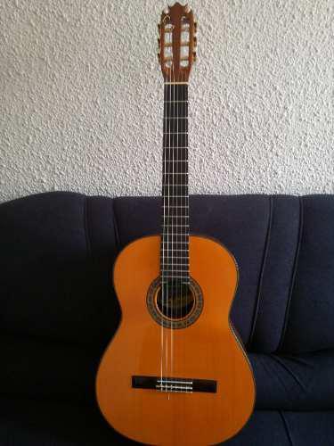 Guitarra electroacústica de colección hugo chiliquinga