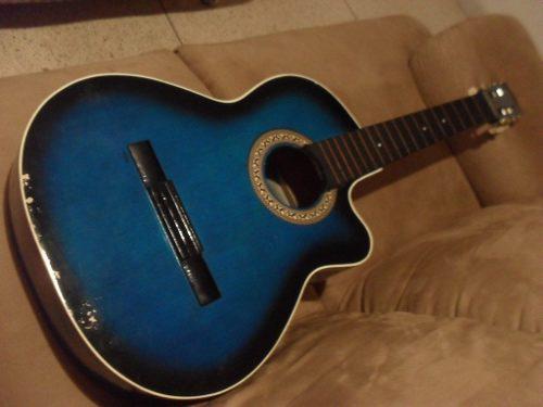 Guitarra flamengo, sin cuerdas.