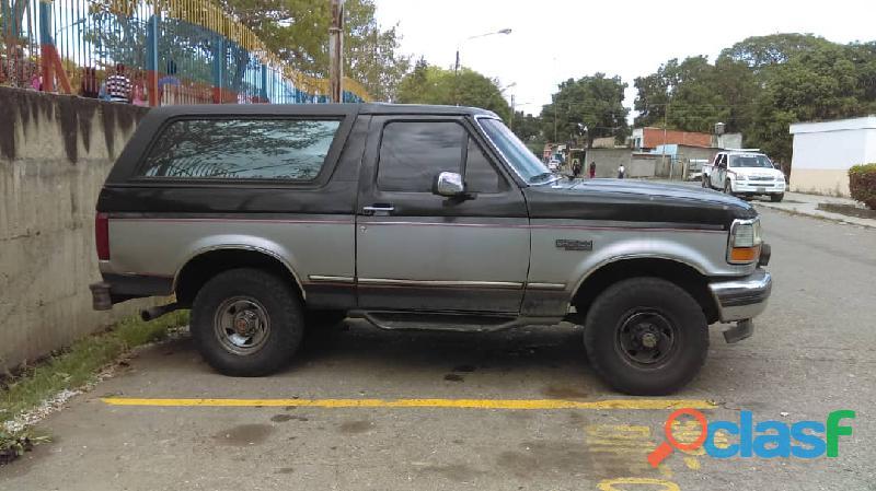 Se vende camioneta 4x4 pick up ford bronco año 93