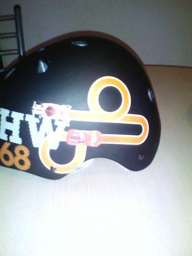 Casco patinetero hotwheels