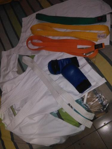 Karategui talla 3 con cinturones y guantines