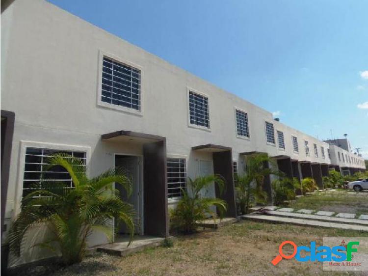 Casa duplex ubicada en conjunto privado