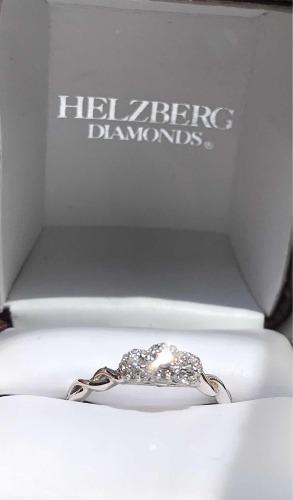 Anillo de compromiso en oro blanco, corona de diamante