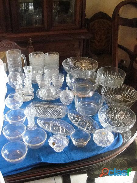 Fuentes, ensaladeras, sopera, bandeja y platos en vidrio