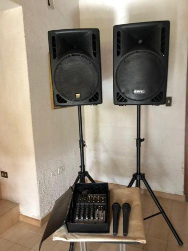 Equipo de audio profesionalcornetas amplificadas y consola