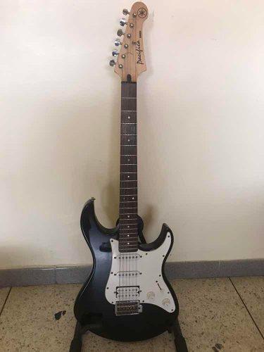 Guitarra eléctrica yamaha pacífica y amplificador