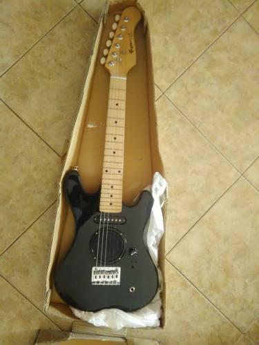 Guitarra electrica fretmaster para niños, sin uso.