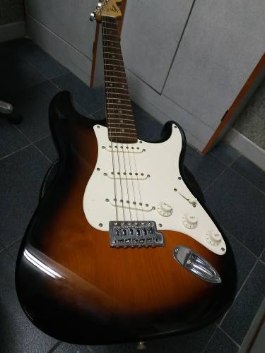 Guitarra y amplificador fender, por no usar!