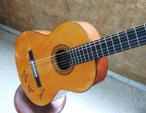 Guitarra yamaha c40 usada con su forro