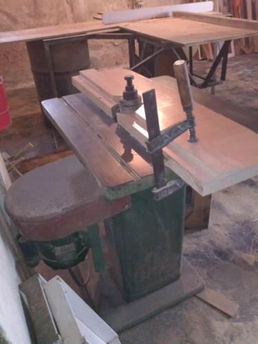 Sierra industrial de carpintería.