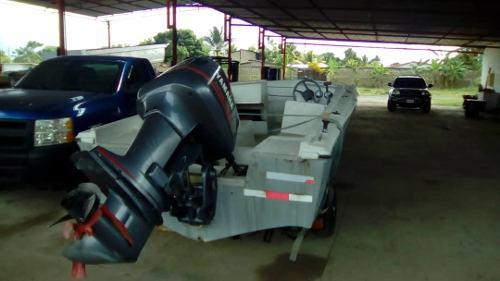 Bote lancha con motor fuera de borda yamaha de 130hp