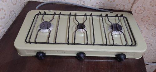 Cocina a gas de tres hornillas