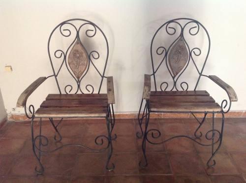 Sillas y mesita para sala o exterior (2 sillas y una mesita)
