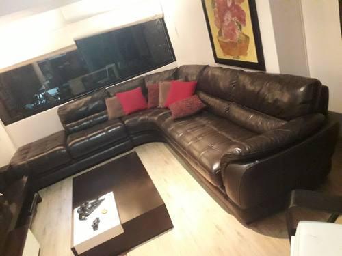 Sofa italiano chaise longue 100% cuero en perfecto estado.