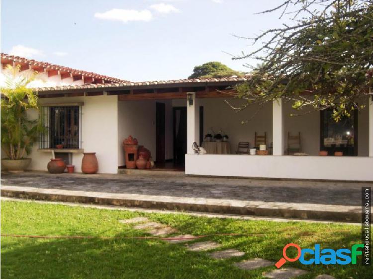 Casa en Venta Lomas del Mirador GN1 MLS17-3527