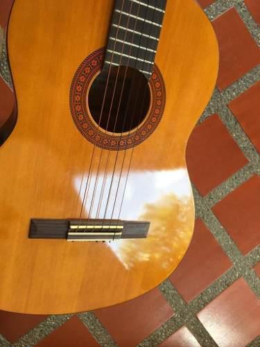 Guitarra electro acustica marca yamaha modelo cx40
