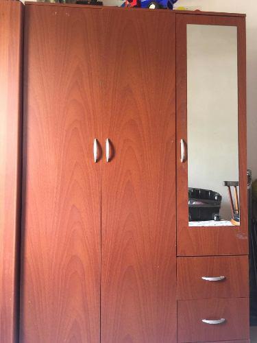 Closet de madera 3 puertas con espejo