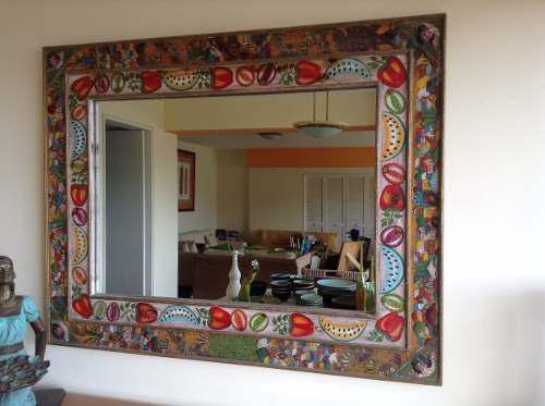 Espejo mexicano con marco de madera y pintado a mano