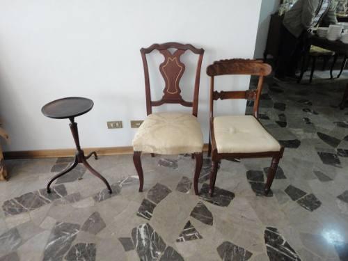 Mesita de madera y sillas de madera