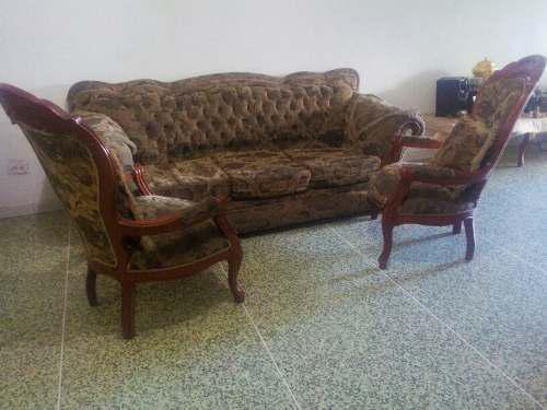 Sofa tres puestos no incluye las dos butacas