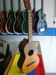 Clases de cuatro y guitarra 50 bs. p/niños y adultos 414.