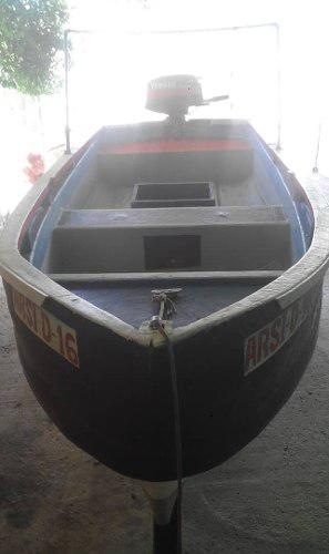 Lancha con motor 8 hp y trailer ideal para pesca.