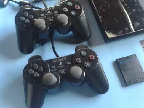 Play station 2 sony. ps2. incluye mas de cincuenta juegos