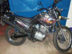 Vendo moto skygo negra