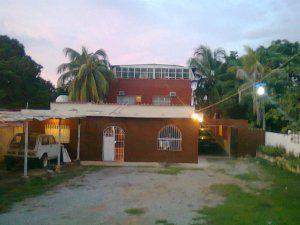 Casa familiar grande con 3 pisos en puerto piritu