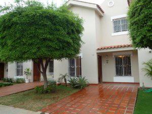 Villa cerrada av.goajira maracaibo mls 11