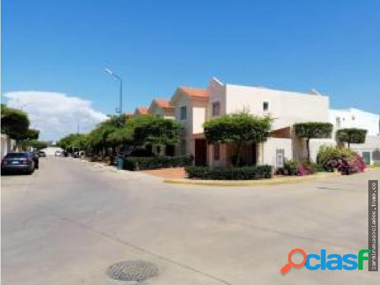 Venta townhouse avenida goajira 19-15917 ych