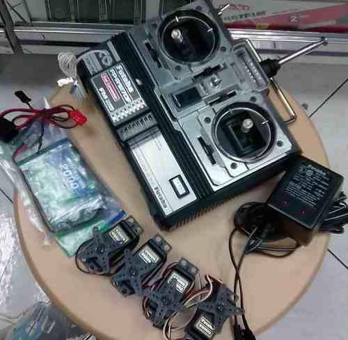 RADIO CONTROL 4 CANALES CON SERVOS BATERÍA FUTABA. 197, usado segunda mano  Baruta (Miranda)