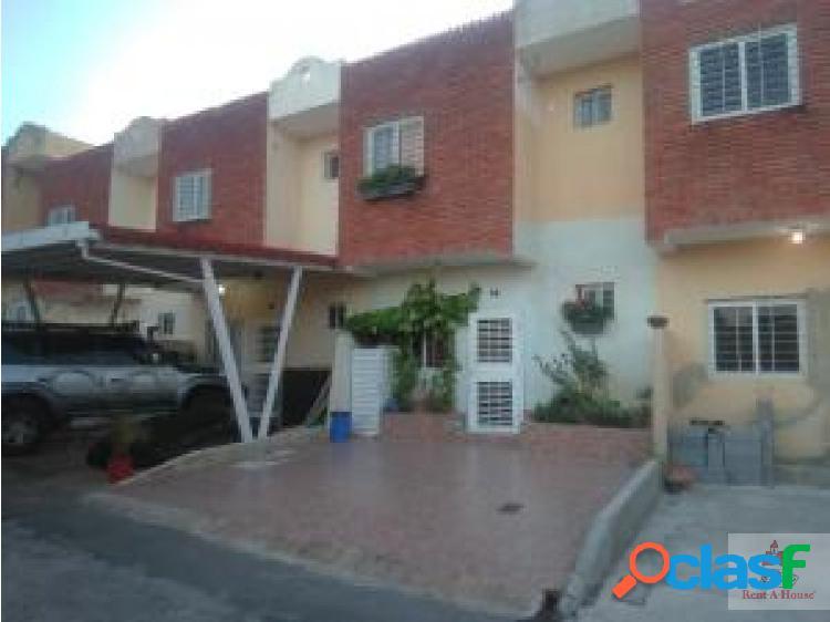 Junior alvarado ofrece casa en venta