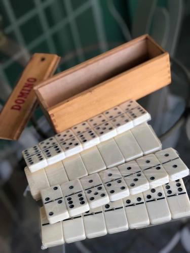 Juego dominó nuevo c/caja de madera