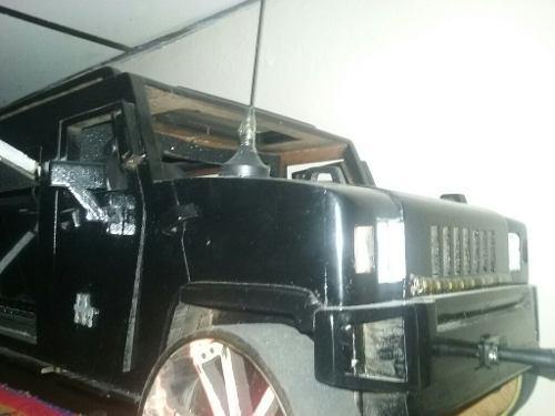 Camioneta hommer en madera con musica incorporada.