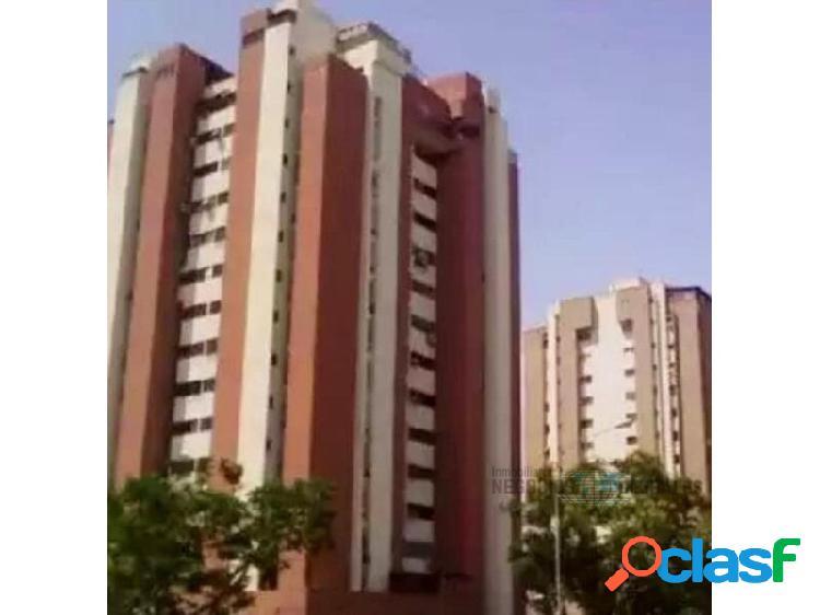 Penthouse en residencias roraima ii, piso 14.