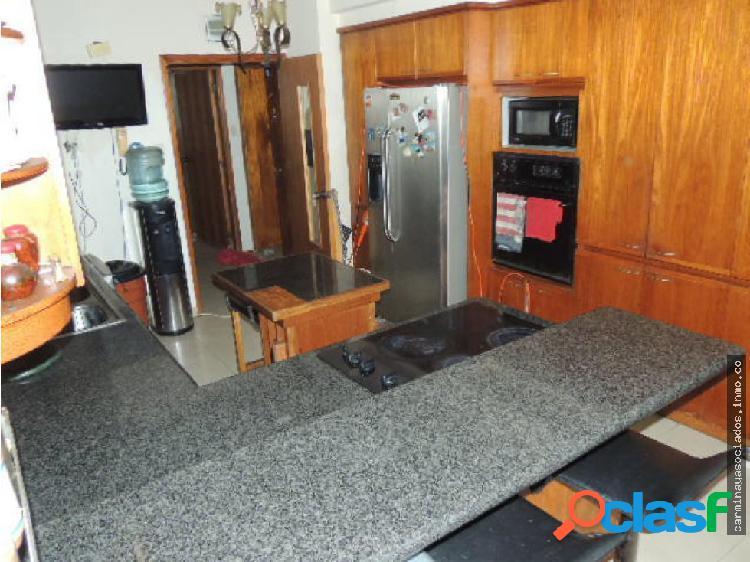 Vendo Apartamento en Av El Milagro #19-13310 ACRA