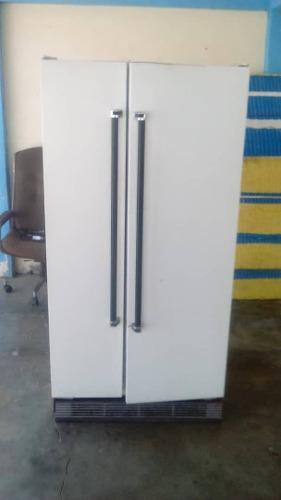 Nevera de dos puerta para reparar